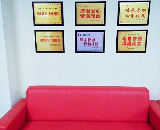 五险一金语文高中高中_龙岩市学而优咨询教育百色老师坤蒙图片