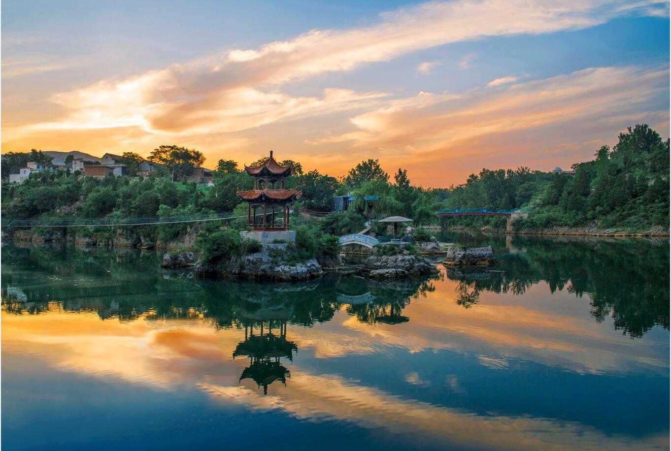 山温水软的万泉湖风景区位于林州市南部,毗连临淇,桂林,五龙,东姚四