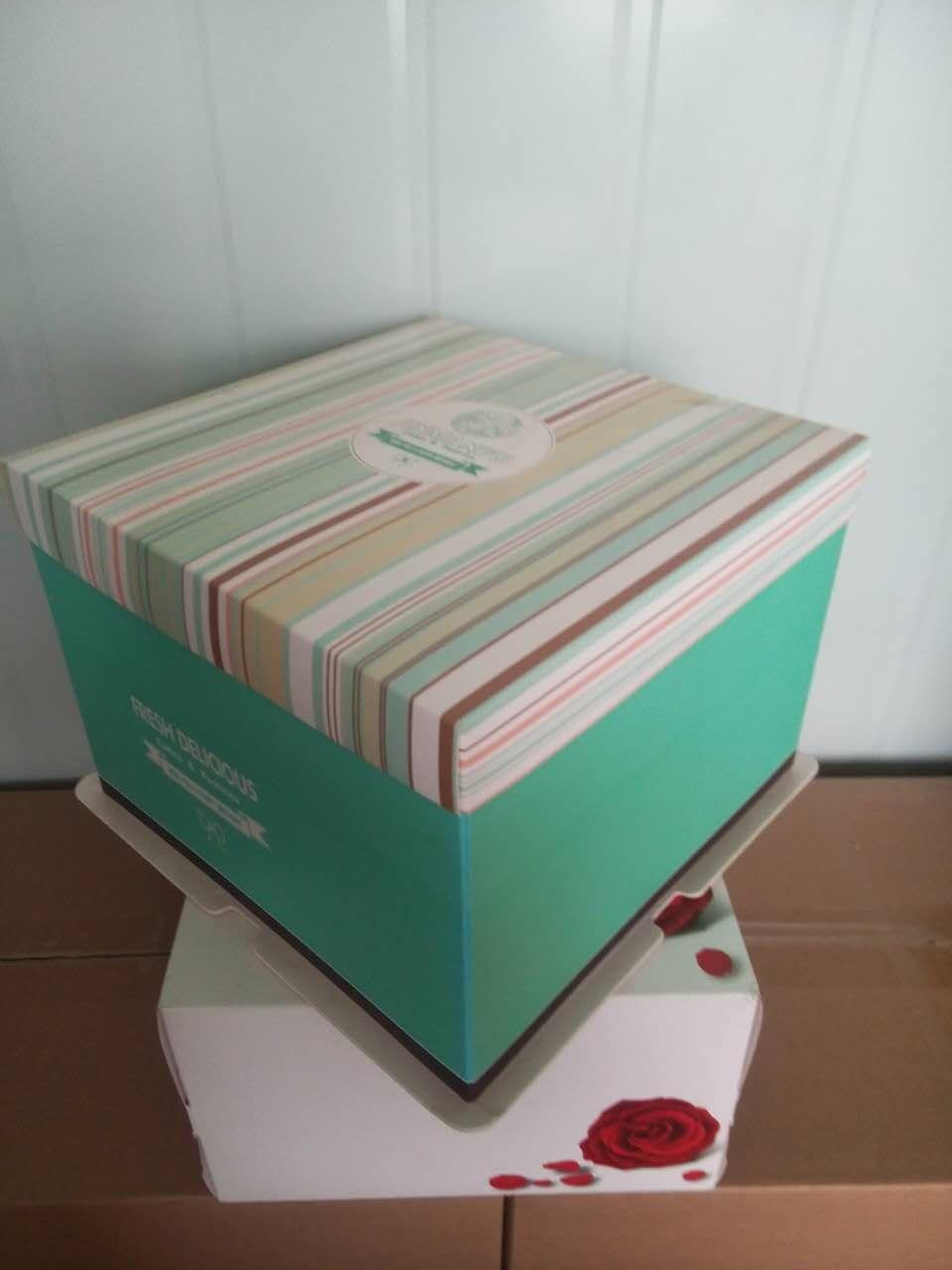 旧废纸箱手工制作圣诞蛋糕